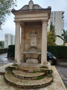 Fontaine du Taureaubole rue des Macchabées