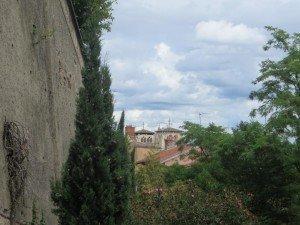 La cathédrale Saint-Jean depuis le Gourguillon