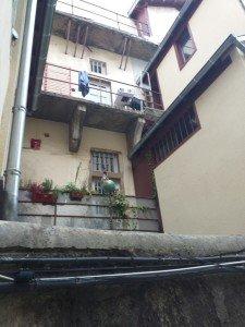 Rue des Farges - derrière le porche 2